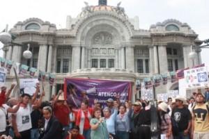Mitin Atenco en Bellas Artes