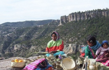 Amenazan y hostigan a defensora del pueblo Tarahumara
