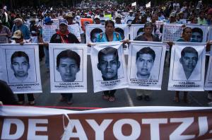 México y el mundo exige justicia por la desaparición de los normalistas | Foto: César Martínez