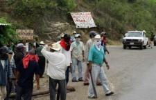 Comuneros de Ostula denuncian hostigamiento por grupos partidistas