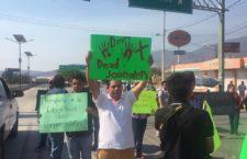 Reporteros de Guerrero bloquean autopista para pedir justicia por el asesinato de periodistas