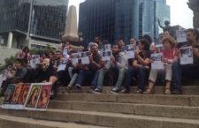 """Periodistas se manifiestan al grito de """"No al silencio. Ni un asesinado más"""""""