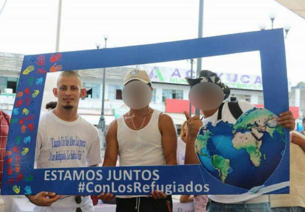 Edwin Rivera en un acto en apoyo a los refugiados, en Acayucan. Foto La Jornada