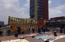 Integrantes del MAES protestan frente a Rectoría de la UNAM y anuncian movilización