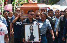 """""""Que sirva la muerte de mi hija para que las autoridades vuelvan los ojos a la gente común"""": Madre de Jessica Sevilla"""