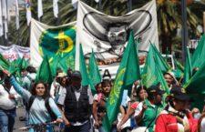 Marcha campesina llega al Zócalo; exige retiro del TLCAN