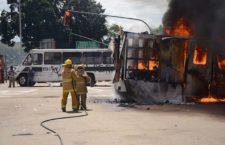 Protestas contra Peña Nieto dejan 20 heridos, 20 detenidos, 10 vehículos destruidos y un helicóptero presidencial dañado
