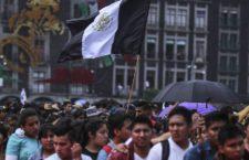 Cientos marchan en la Ciudad de México para conmemorar la matanza de 1968