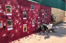 Videos   Los mexicanos salen a la calle con el puño en alto para rendir homenaje a víctimas del sismo
