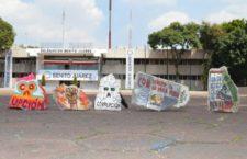 Moneros intervienen escombros para protestar contra la corrupción inmobiliaria