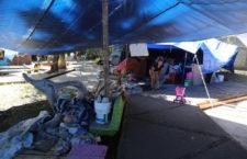 Decenas de familias de Tlalpan vigilan en carpas lo que quedó de sus vidas