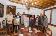 El Mtro René Juárez Albarrán, Representante del Poder Ejecutivo del Estado de Guerrero en la Ciudad de México,recibe por parte del Centro de los Derechos Humanos de la Montaña más de 33 mil firmas en apoyo de Arturo campos para su liberación. foto: Victor Galindo