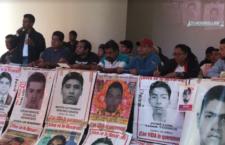 """No queremos una """"verdad"""" fabricada bajo tortura: padres y madres de los 43"""