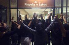 IMAGEN DEL DÍA | Contra acoso, hacen paro feminista en Filosofía y Letras de la UNAM