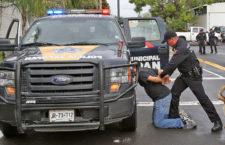 Guadalajara Jalisco. Policias de Zapopan en simulacro de Operativo . foto Héctor Jesús Hernández