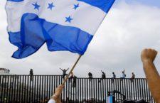 IMAGEN DEL DÍA | EEUU: Migrantes deben esperar; cruce fronterizo está lleno