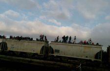 IMAGEN DEL DÍA | Miembros de Viacrucis del Migrante van a Veracruz en 'La Bestia'