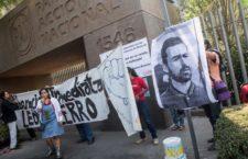 IMAGEN DEL DÍA | Protestan en sede de PAN por encarcelamiento de activista