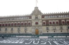 IMAGEN DEL DÍA | Periodistas protestan frente a Palacio Nacional