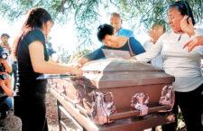 IMAGEN DEL DÍA | Entre lágrimas y porras, sepelio del periodista Héctor González
