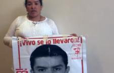 VIDHEO   Saludo de madre de Ayotzinapa a María Herrera, buscadora