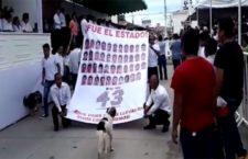 IMAGEN DEL DÍA | Recuerdan a los desaparecidos de Ayotzinapa en desfile en Guerrero
