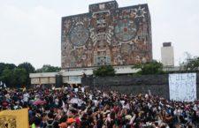 IMAGEN DEL DÍA | Miles de estudiantes demandan castigo a los porros y mayor seguridad