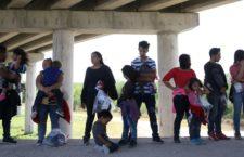 IMAGEN DEL DÍA | Huyen de la violencia más de mil hondureños; caminan hacia EUA