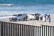 IMAGEN DEL DÍA   Se entregan migrantes de caravana a agentes de la Patrulla Fronteriza
