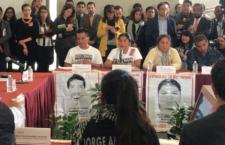 Instalan la comisión presidencial para Ayotzinapa; es una esperanza para la verdad, afirman familias
