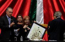 IMAGEN DEL DÍA | Reconocen a Rosario Ibarra, emblema de las madres en búsqueda, con la medalla Eduardo Neri