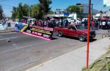 IMAGEN DEL DÍA | Bloquean hñähñú carretera en rechazo a relleno sanitario