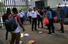 IMAGEN DEL DÍA | Migrantes africanos protestan en estación del INM en Chiapas