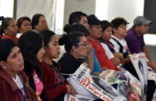 """FRASE DEL DÍA   """"Hay obstáculos que ya se están dando, como lo del fiscal especial que no lo han puesto y el Ejército"""": papá de Ayotzinapa"""