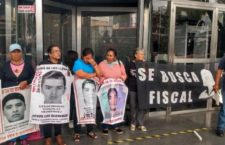 IMAGEN DEL DÍA | Padres de víctimas de Ayotzinapa exigen fiscal especial