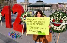 IMAGEN DEL DÍA | Instalan anti monumento por caso News Divine frente a Palacio Nacional