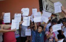 IMAGEN DEL DÍA   Migrantes protestan pacíficamente frente a oficinas de la CNDH en Chiapas
