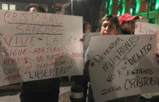 IMAGEN DEL DÍA | Compañeros del activista Cristóbal Sánchez exigen su liberación afuera de Palacio Nacional