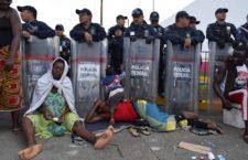 BAJO LA LUPA | Miles de vidas dependen de que AMLO cambie su política migratoria, por Eileen Truax