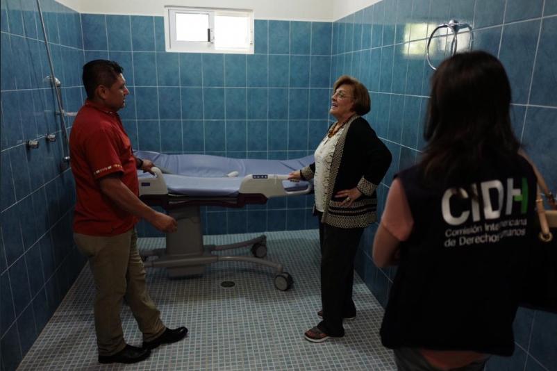 IMAGEN DEL DÍA   Presidenta de la CIDH visita a normalista de Ayotzinapa en coma