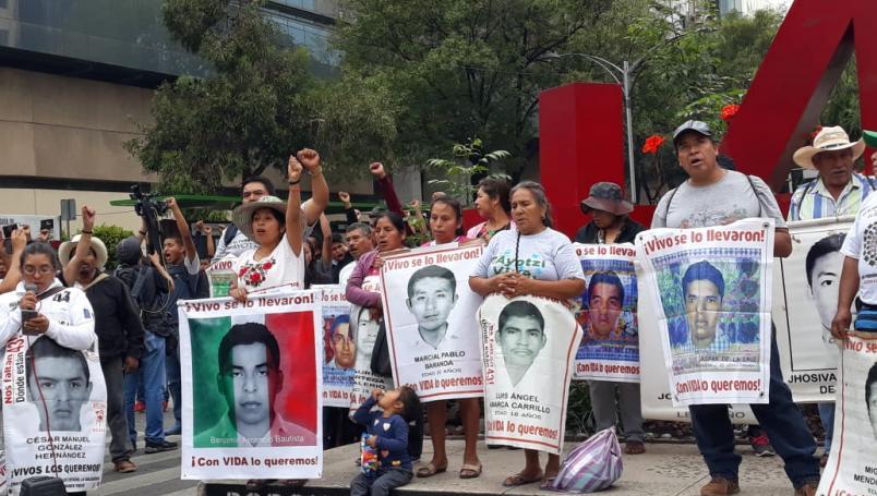 Ante liberación de acusado en caso Ayotzinapa, llaman familias a mayor firmeza en la investigación