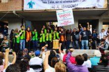 IMAGEN DEL DÍA | Damnificados del Multifamiliar Tlalpan honran a las víctimas de los sismos de 1985 y 2017