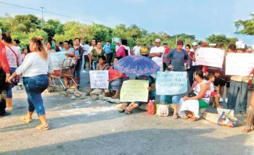 IMAGEN DEL DÍA   Cierran carreteras para exigir reconstrucción en Oaxaca