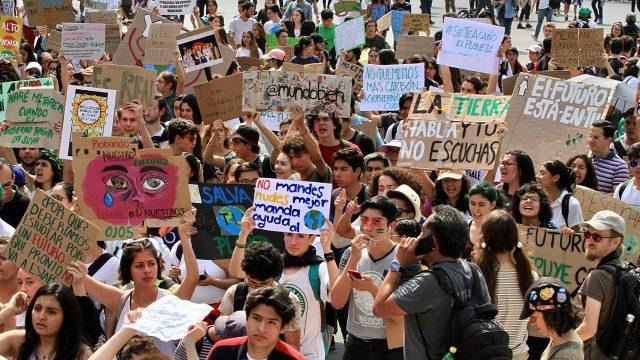 IMAGEN DEL DÍA | Jóvenes en Huelga Climática piden cancelar Dos Bocas y Tren Maya