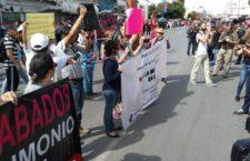 IMAGEN DEL DÍA | Protestan contra mina en Samalayuca en pleno desfile