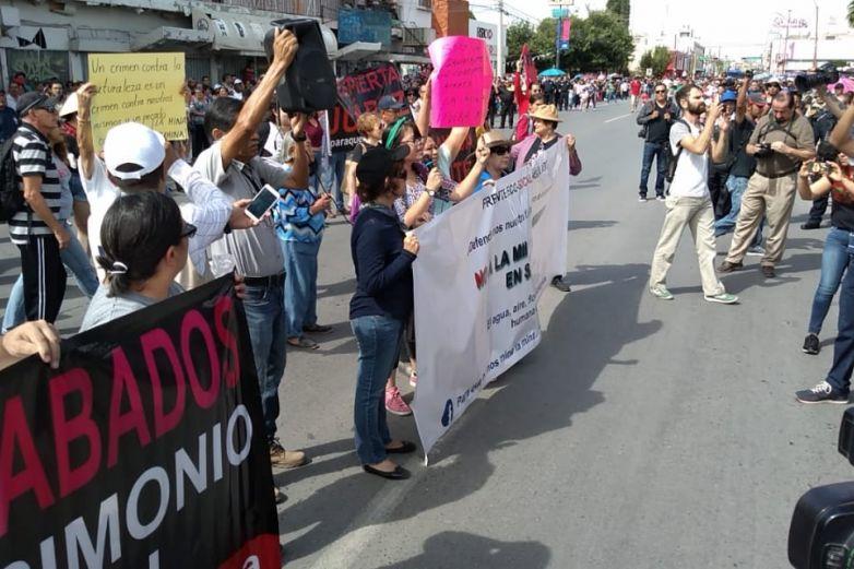 IMAGEN DEL DÍA   Protestan contra mina en Samalayuca en pleno desfile