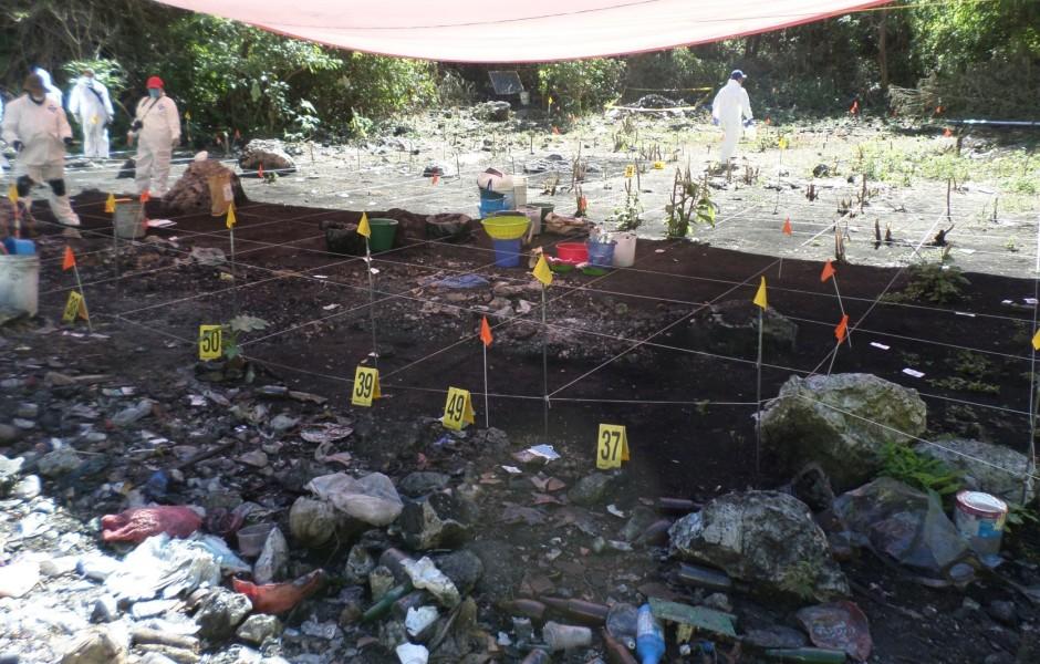 MÉXICO, D.F., 06JULIO2014.- Jesús Murillo Karam, procurador general de la República ofrecio una conferencia de prensa a los medios de comunicación en donde afirmo que apartir de análisis lógicos y causales concluyo que los 43 estudiantes de la Normal Rural de Ayotzinapa fueron privados de la libertad, calcinados y sus restos arrojados al Río San Juan en el municipio de Cocula, Guerrero. FOTO: PGR /CUARTOSCURO.COM