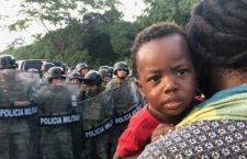 IMAGEN DEL DÍA | Guardia Nacional bloquea caravana de migrantes africanos en Chiapas