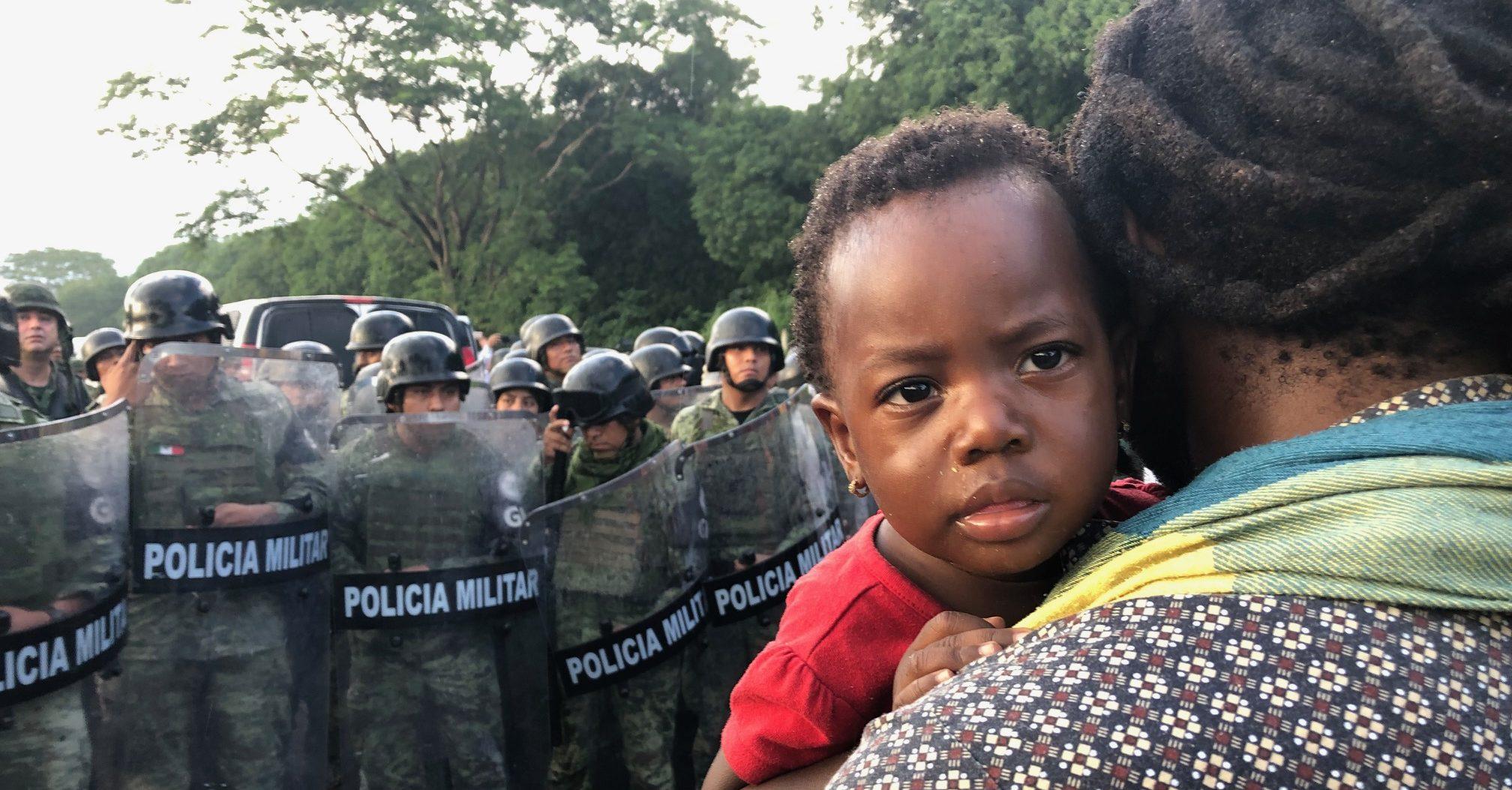 IMAGEN DEL DÍA   Guardia Nacional bloquea caravana de migrantes africanos en Chiapas