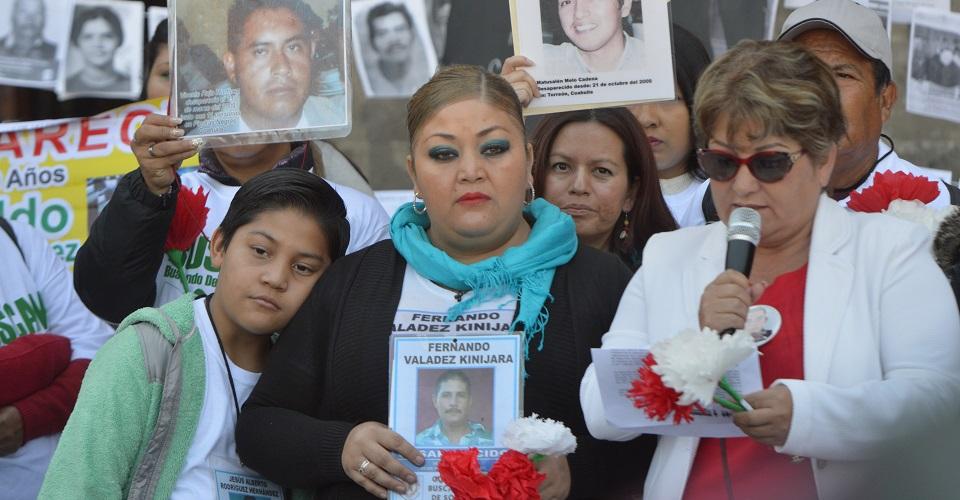 CIUDAD DE MÉXICO30DE AGOSTO2019.- Familiares y Activistas de los desaperacidos se manifestaron la mañana de este viernes, frente a la entrada de Palacio Nacional en el marco del dia Internacional Contra Desaparecion de Personas. FOTO:ARMANDO MONROY /CUARTOSCURO.COM